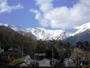 残雪が残る谷川岳